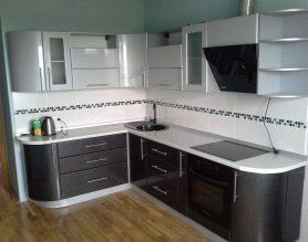 угловая кухня с радиусными элементами