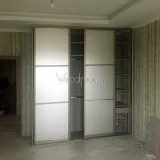 Встроенный шкаф на заказ с зеркалом в спальню Александрово