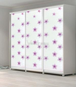 шкаф с декорированным стеклом цветы