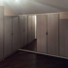 Распашные шкафы в мансарду