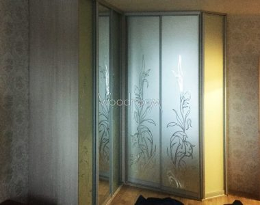 Встроенный угловой шкаф купе в спальню проезд Русанова