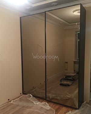Шкаф купе на заказ с зеркалом woodroom.
